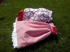 Faldas rojas. F001 y F002. 30€