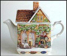 Wysteria Lodge Teapot