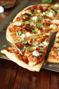 Whip up this beyond-words-delicious Sweet-&-Spicy Pulled Pork BBQ Pizza the easy way for your next pizza party . or random-Tuesday family dinner . ~ with the help of prepared pulled pork and BBQ sauce. Gourmet Pizza Toppings, Gourmet Pizza Recipes, Pizza Flavors, Pork Recipes, Cooking Recipes, Chicken Recipes, Pulled Pork Pizza, Bbq Pork, Pizza