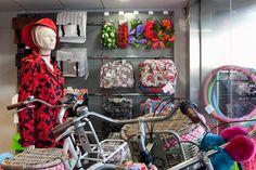 Een kijkje in onze winkel (gedeelte fietsaccessoires)