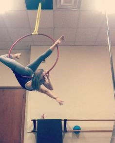 "331 Likes, 5 Comments - Gracie White (@gracie_gw) on Instagram: ""Gazelle to a mini knee drop 🙃 #lyra #hoop #aerialhoop #circuseverydamnday #circus #circusgirl…"""
