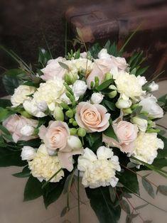 Wedding Centerpieces, Wedding Decorations, Romantic Wedding Colors, Flower Bouquet Wedding, Flower Decorations, Floral Arrangements, Beautiful Flowers, Marie, Floral Wreath