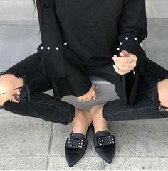 Blackflats!! New collection SS 2018  #fashion #fashionstyle #sante #mules  #shoebizz #santeshoes #ss18collection #shoebizzworld #shoebizzsignature #shoebizzladies #shoebizzlovers •Θα τις βρείτε στο κατάστημα μας, ,Αθ.Διακου 2 , Λαμια🔝🔝 •Για παραγγελίες: ☎️☎️Τηλ.Επικ:22310-24421 •Ή με inbox📩📩 •online > www.shoebizz.gr