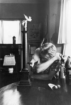 James Dean and Marcus the cat. James Dean a cat person? Could he be any cooler? James Dean, James Franco, Celebrities With Cats, Celebs, Albert Schweitzer, Photo Vintage, Vintage Photos, Cat People, Actors