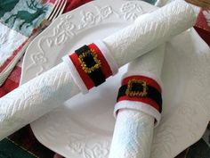 Christmas Crafts: Santa Belt Napkin Rings  What a cute way for your family to dress up the holiday table! Friends and family will be brimming with compliments when they see this project. Very Easy project for the kids to make for your holiday table. Age: 6 and up.