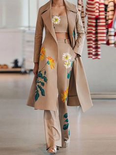 Suit Fashion, Fashion Week, Look Fashion, Fashion Prints, Runway Fashion, Womens Fashion, High Fashion Looks, Floral Fashion, Black Women Fashion