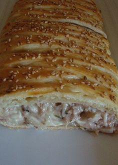 Tresse feuilletée au thon Fish Recipes, My Recipes, Healthy Recipes, Empanadas, Cooking Chef, Fish And Seafood, Caramel Apples, Tapas, Gourmet