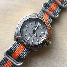 Seiko Samurai Grey Dawn on zulu strap - My Fashion World 2019 Amazing Watches, Beautiful Watches, Cool Watches, Simple Watches, Stylish Watches, Luxury Watches For Men, Zulu, Patek Philippe, Bulova