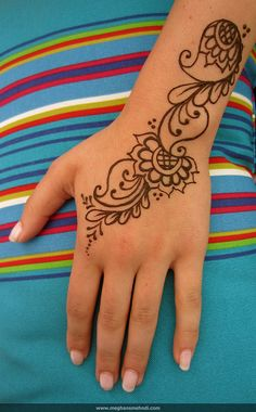Simple paisley wrist by Meghan's Mehndi, via Flickr