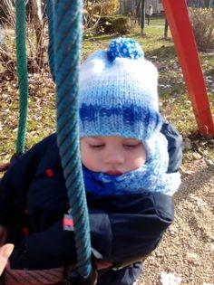 Fentről kötött füles gyerek sapka és sál