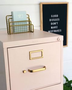 Chalk Painted Filing Cabinet Makeover – home office organization files Home Office Space, Home Office Design, Home Office Furniture, Home Office Decor, Cool Furniture, Home Decor, Furniture Ideas, Furniture Design, Office Table