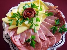 Design ideas slicing meat on holiday table Best Party Appetizers, Fingerfood Party, Snacks Für Party, Appetizer Recipes, Meat Cheese Platters, Meat Platter, Snacks To Make, Easy Snacks, Food Carving