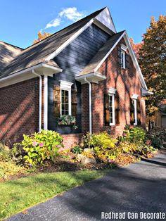 Best House Paint Colors, Exterior Paint Colors For House, Exterior Colors, Exterior Trim, Red Brick Exteriors, House Exteriors, Red Brick Homes, Bungalow Exterior, Rustic Brick House Exterior