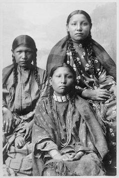 Southern Cheyenne Girls/1895
