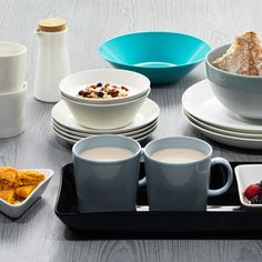 iittala Teema Dinnerware An undisputed classic Scandinavian dinnerware, iittala Teema is celebrated for its innovation, function, durability and beauty. Designed by Kaj Franck in iittala Teema remains a practical and ver. Scandinavian Dinnerware, Breakfast Table Setting, Breakfast Photo, Autumn Table, Vintage Kitchenware, Blue Plates, Vintage Pottery, Simple Shapes, Serving Dishes