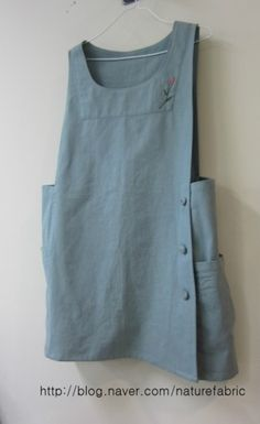 Denim Waterproof Crossover back Japanese Apron off with Sewing Aprons, Sewing Clothes, Blouse Japonaise, Diy Fashion, Fashion Outfits, Fashion Clothes, Trendy Fashion, Japanese Apron, Look Retro