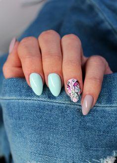 Wiosenne pastele w towarzystwie ręcznie malowanego motyla @nail_look_eliza #nails #paznokcie #nail #mani #manicure #pastel #pastelnails #pastelove #springnails #motyl #butterflynails #mięta #wiosna #gelnails