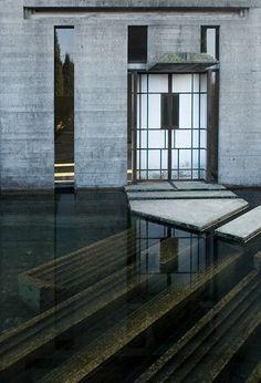 entrance at the Brion Cemetery Tomb, San Vito d'Altivole, Designed by Carlo Scarpa. Carlo Scarpa, Architecture Design, Water Architecture, Ancient Architecture, Sustainable Architecture, Urbane Fotografie, Magic Places, Casa Loft, Art Deco