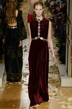 Valentino Spring 2016 Couture Fashion Show - Julie Hoomans (Women)