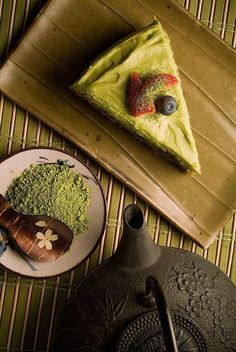 Japanese Matcha cake Japanese Food Sushi, Japanese Matcha, Japanese Sweets, Chinese Food, Desserts Japonais, Green Tea Dessert, Matcha Cake, Kawaii Dessert, Green Tea Powder