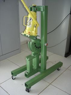 Homemade tube bender fabricated from steel and powered by a bottle jack. Metal Bending Tools, Metal Working Tools, Metal Tools, Homemade Tube, Homemade Tools, Diy Tools, Metal Projects, Welding Projects, Diy Projects