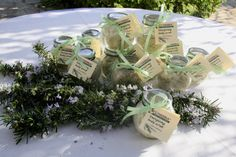 Energizing body scrub with rosemary. This scrub removes dead skin cells and at the same time nourishes and revitalizes it. Combats cellulite and improves circulation.