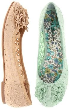 Chinese Laundry – Go Ahead Flower: $24.72, 45% off! (normally 44.95)    Go ahead let your spring-into-summer style flourish with these vibrant flower-like flats! Available in cream, mint, white and black.