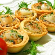 Tartelette de noix de Saint Jacques and drinks thanksgiving Tartelette de noix de Saint Jacques Popular Appetizers, Snack Recipes, Dinner Recipes, Dinner Entrees, Quick Snacks, Casserole Recipes, Holiday Recipes, Main Dishes, Crockpot