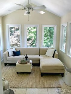 Browse photos of sunroom designs and design. Discover ideas for your four seasons room addition, consisting of inspiration for sunroom decorating and formats. Small Sunroom, Small Patio, Sunroom Dining, Small Porches, Sunroom Furniture, Living Room Furniture, Moving Furniture, Furniture Layout, Furniture Ideas