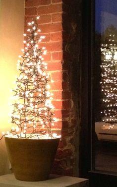 12 Days of DIY: Tomato Cage Christmas Tree