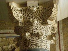 Arte Califal. Capitel de MEDINA AZAHARA. Islamic Art, First Night, Burlap Wreath, Restoration, Columns, Plaster, Marble, Google, Design