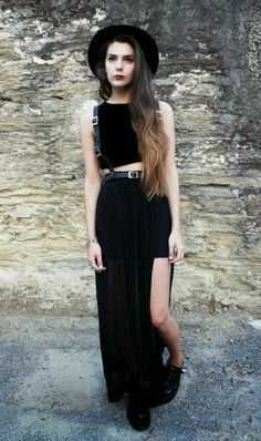 Great black look from the hat to those boots... Ylime xxx