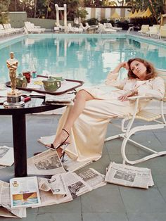 Faye Dunaway, 1977 - The Cut. Since it's almost time for the Oscar's this is one of my favorite pics. It was taken at am, at the pool at the Beverly Hills Hotel the morning after she won by Terry O'Neill Terry O Neill, Faye Dunaway, Jerry Hall, Beverly Hills Hotel, The Beverly, Beverly Lewis, Steve Mcqueen, Kate Moss, Audrey Hepburn