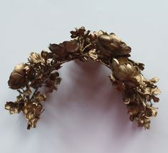 With the Australian spring racing season upon us, and in a bizarre duality, Halloween approaching too, I thought I'd share a recent DIY project I completed recently: the Lady Melbourne super-speshul gold flower crown. Types Of Flowers, Fake Flowers, Jeweled Headband, Golden Flower, Spring Racing, Diy Hat, Step By Step Painting, Gold Diy, Gold Crown