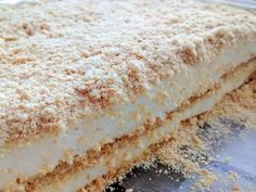Ver-Interior-Serradura Portuguese Desserts, Portuguese Recipes, Homemade Cake Recipes, Pound Cake Recipes, Yummy Treats, Sweet Treats, Yummy Food, Special Recipes, Yummy Cakes