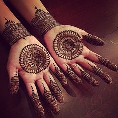 No occasion is carried out without mehndi as it is an important necessity for Pakistani Culture.Here,you can see simple Arabic mehndi designs. Henna Hand Designs, Circle Mehndi Designs, Round Mehndi Design, Mehndi Designs Finger, Palm Mehndi Design, Simple Arabic Mehndi Designs, Indian Mehndi Designs, Mehndi Designs For Beginners, Modern Mehndi Designs