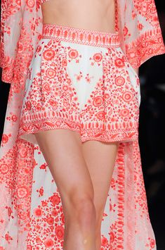 View all the detailed photos of the Naeem Khan spring / summer 2014 showing at New York fashion week. Fashion Details, Love Fashion, High Fashion, Fashion Beauty, Fashion Design, Haute Couture Style, New York Fashion, Runway Fashion, Fashion Trends