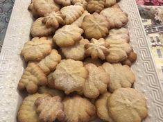 Brioșe cu ciocolată, rețetă de Dana Pop - Rețete Cookpad Croissant, Biscuit, Cookies, Desserts, Recipes, Food, Cookie Favors, Biscuits, Cookie