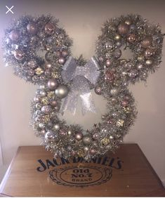 Frozen Wreath Diy Disney Crafts Disney Christmas
