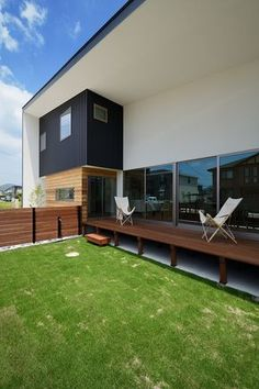 As every homeowner is surely aware, a backyard can be transformed into a relaxing outdoor retreat. Japanese Home Decor, Japanese House, Outdoor Retreat, Outdoor Decor, Asian Architecture, Interior And Exterior, Outdoor Gardens, House Plans, Home And Garden