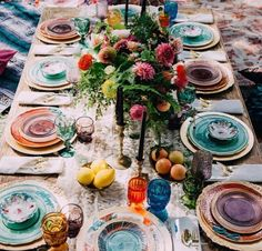 Wedding Food DIY - Vintage Inspire - GARDEN THEME - Bridal Shower (mismatch table setting) - Boho chic style is perfect for summer nuptials! Go outside, find a spectacular venue, tie the knot and have fun with your guests! A summer boho wedding . Tables Tableaux, Diy Vintage, Ideas Vintage, Wedding Vintage, Gold Wedding, Sweet Home, Jewel Tone Colors, Jewel Tones, Bold Colors