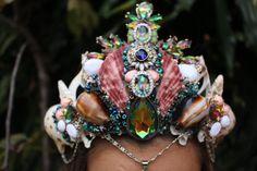 Rainbow queen crown par chelseasflowercrowns sur Etsy