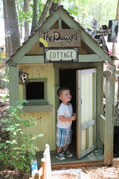 7 Unbelievable Play Houses That You'll Want to Live in . Boys Playhouse, Playhouse Ideas, Kids Cubbies, Wendy House, Unusual Homes, Custom Wood Signs, Kids Corner, Outdoor Play, Summer Kids