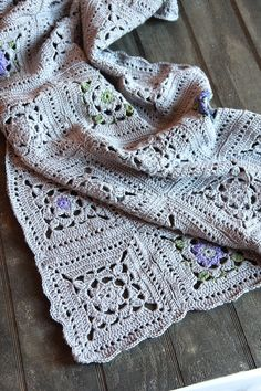 Italian Dish Knits: Crochet Squares Throw - pattern for the square and the edging.