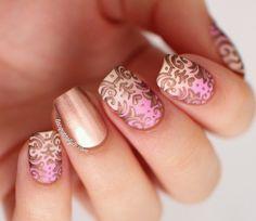 Uñas acrilicas tamaño medio rosa con dorado - Medium acrilyc nail art pink and golden