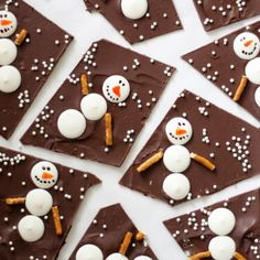 Snowman Chocolate Bark - 18 Endearing Christmas Treats That Will Help You Have a. - Snowman Chocolate Bark – 18 Endearing Christmas Treats That Will Help You Have a Perfect Celebration Christmas Snacks, Xmas Food, Christmas Cooking, Christmas Goodies, Holiday Treats, Holiday Recipes, Christmas Holidays, Holiday Parties, Christmas Bark
