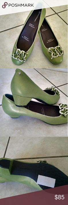 Rockport orthopedic shoes Size is 7 .Nice color and style Rockport Shoes Heels