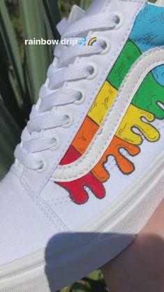 Custom Sneaker Customization Video By wuuski - Deringa Custom Vans Shoes, Custom Painted Shoes, Custom Sneakers, Custom Converse, Sneakers Mode, Shoes Sneakers, Vans Shoes Fashion, Nike Air Shoes, Nike Shoe