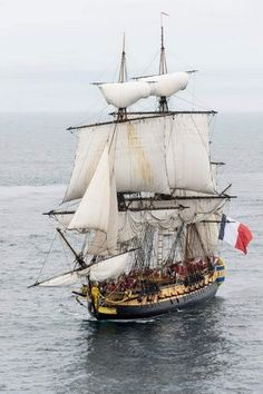 Discover amazing things and connect with passionate people. Hermione, Boat Flags, Bateau Pirate, Old Sailing Ships, Uss Constitution, Wooden Ship, Wooden Boats, Tall Ships, Water Crafts