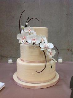 Midori Bakery Orchid Wedding Cake, Orchid Cake, Floral Wedding Cakes, Small Wedding Cakes, Amazing Wedding Cakes, Fresh Flower Cake, Flower Cakes, Mom Cake, Fondant Wedding Cakes